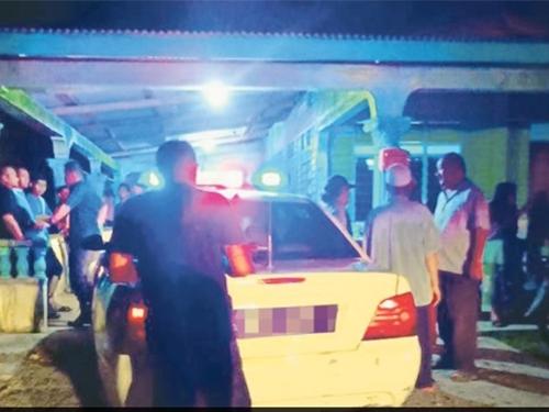 警方接獲村民投報,闖入住屋,發現一對年邁夫婦已離世。