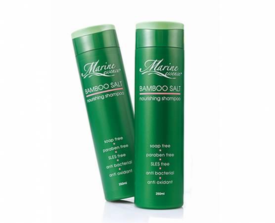 使用滋潤洗髮素后,秀髮如絲般柔順。