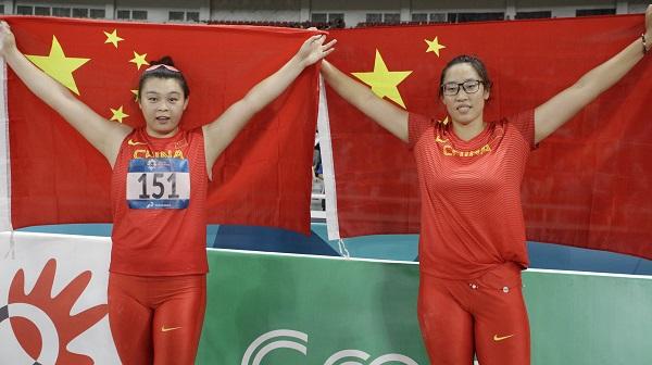 ■陳揚(左)與馮彬奪得鐵餅賽金、銀銅,為中國保住全場總冠軍立功。(美聯社)