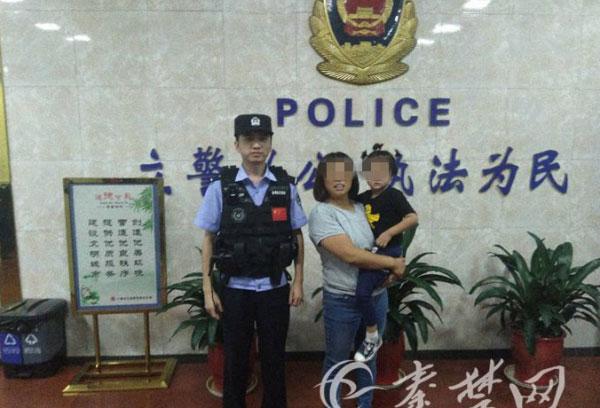 警方在多方面的調查下,終於聯繫上女孩母親,成功將小女孩帶回家。