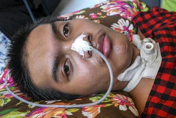 无驾照司机冲撞民宅,造成莫哈末法伊兹,终身瘫痪。(马新社)