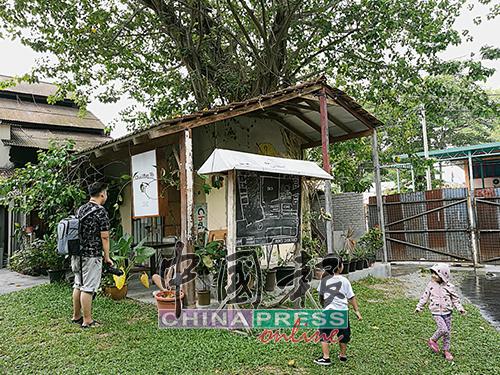 Chai Diam Ma將與老樹合體的小儲物室改做文創小店。 Chai Diam Ma 面書:Chai Diam Ma