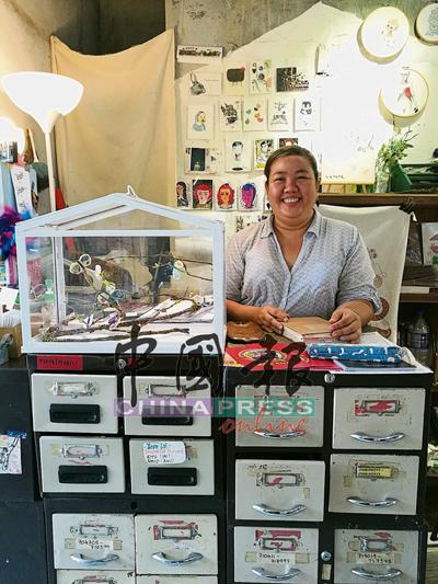 Queen從經營咖啡館,到團結手作人辦巿集、開文創小店,都是在做自己最喜歡的事。