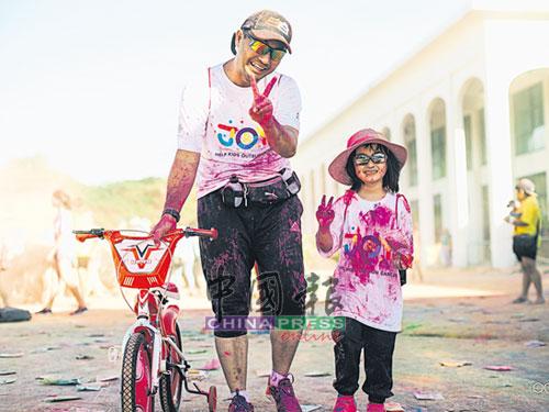 競跑活動無年齡限制,也沒有嚴格規定一定要用跑步或步行完成,小孩只需要有父母陪同即可參加,此外,小孩也可以騎腳車完成競跑。