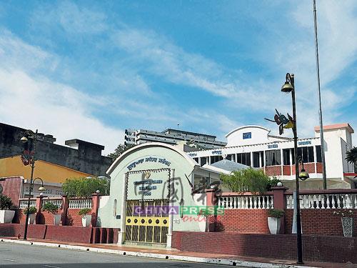 芙蓉錫克寺廟位于市中心,許多錫克族人都會在該寺廟進行宗教活動。