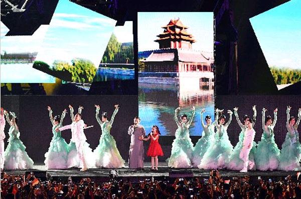 杭州8分鐘表演,馬雲帶領小朋友向所有人發出2022年亞運邀請。(法新社)