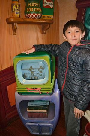 劇場裡播放了很多部迪士尼早期的黑白動畫片,孩子們可以去看看喲!