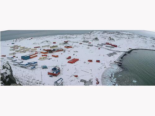 酷寒南極小鎮埃斯特雷亞斯鎮。