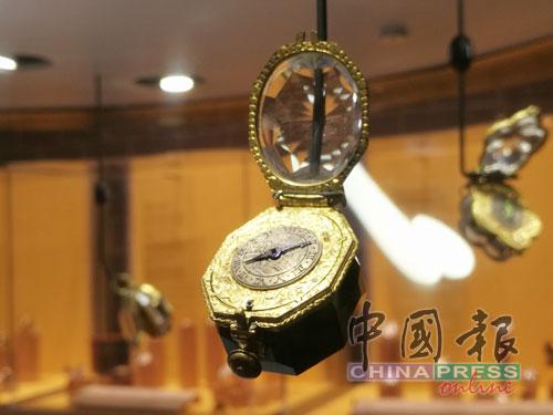 置身在鐘錶核心城市,怎能不到拉紹德封城內的國際鐘錶博物館去參觀呢?這裡頭有4500件展示品,有從古早味的懷錶到美不勝收的藝術吊鐘,林林總總造型的壁鐘,以及現代各大品牌的經典腕錶系列,它們全都是時間的參與者跟見證者,比起你我都更瞭解時間的來來與去去。