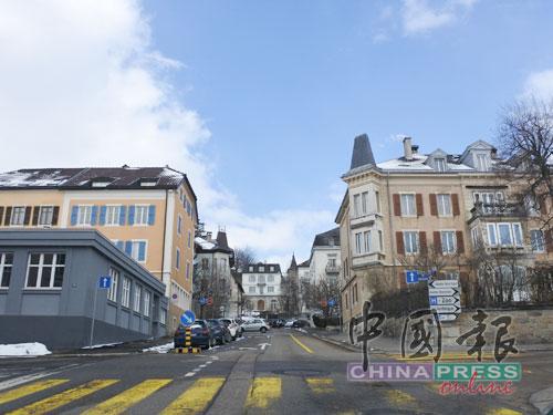 在先后發生的火燒城事件后,兩座城市的規划以有利于鐘錶業發展為主軸,重建的城區有長而寬的街道,道路和屋子平行排列,就像是大棋盤。