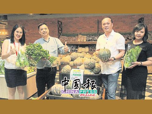 王小蘭、林朝宗、潘傑仁及吳濱芬,大力推薦從Desaku菜園直銷的新鮮便宜蔬菜。