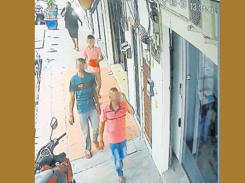 閉路電視拍下4名疑在茶室內企圖迷魂詐財的印裔男子。