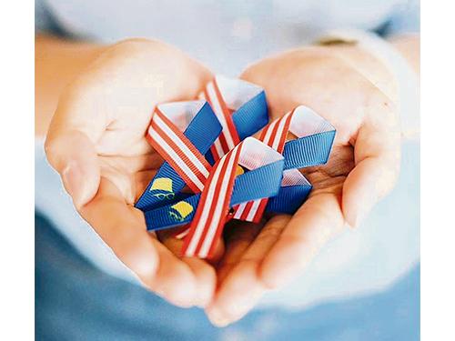 佩戴團結絲帶,並以身為馬來西亞子民而深感自豪。