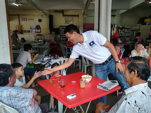 雖然無法為馬華取得突破,但陳志忠仍到蕉賴十一哩新村巴剎,感謝選民出來履行公民責任。