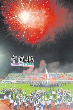 APMG週六晚在檳島市政廳體育館隆重開幕,璀璨煙花為開幕禮劃下句點。