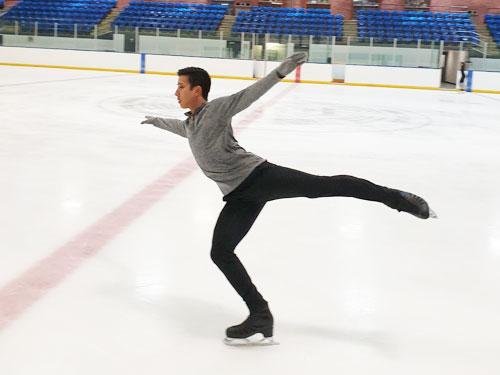 茹自傑在麻里坡薩溜冰學校訓練時的情景,他透露,這張照片是一兩週前拍的。