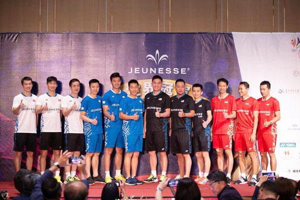 參賽四支球隊球員來頭都不小。右起為道菲、索尼、庫爾尼亞萬、張崴烽、古健傑、陳文宏、台灣代表及香港代表。