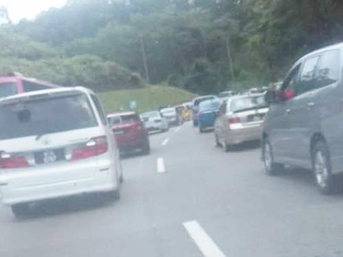 加叻大道吉隆坡往東海岸方面,車輛緩慢。