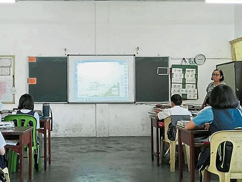 電腦班停辦后,在考量到精明課室在教學上帶來效用,目前學校仍繼續採用精明課室教學。