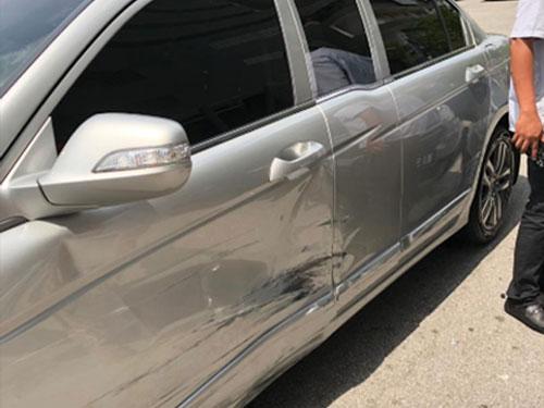 馬智禮在推特上載其官車與邁微發生碰撞后的照片。