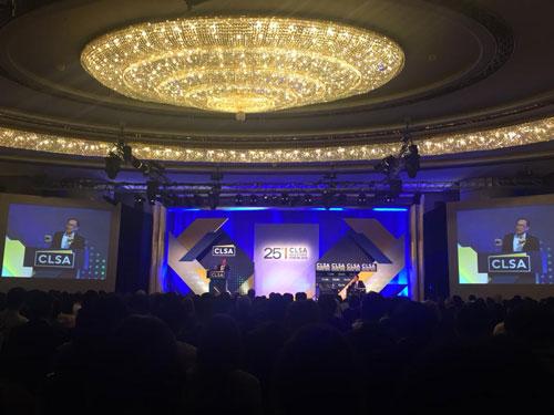 安华出席香港CLSA投资者论坛,发表演说。