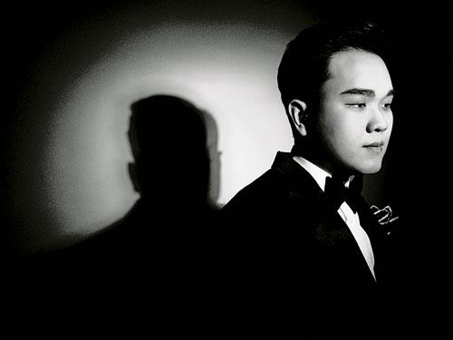 我國天才自閉鋼琴家江政偉,在拍攝期間充分展現專業態度。