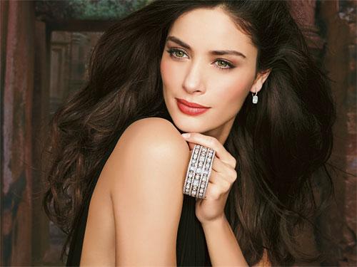 品牌由William Goldberg創立,並傳承了其家族的鑽石工藝,倍顯矜貴。
