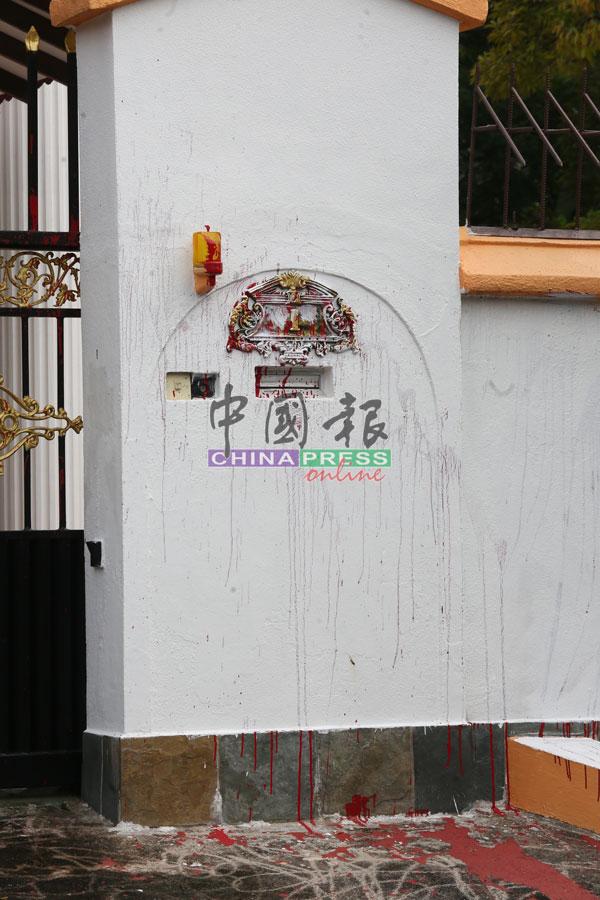 事主住家前遭人潑紅漆。
