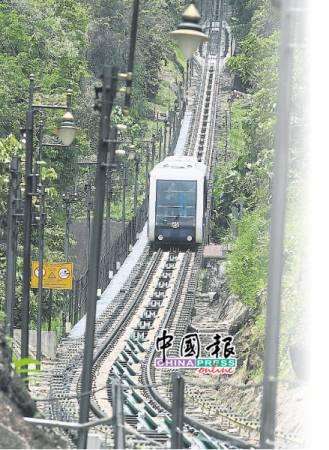 檳城論壇提出隱憂,PIL1大道在升旗山下鑽爆建隧道,可能影響升旗山纜車軌道移位。(檔案照)
