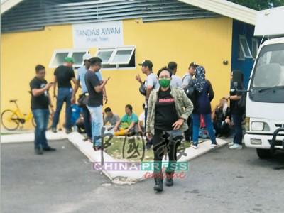 配合大型取締行動3.0,甲移民局在臨時巴剎逮捕7名抵觸移民局法令的外籍男子。