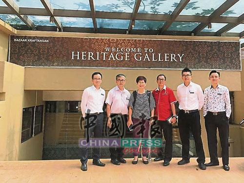 市政廳將整頓英雄廣場手工藝品中心。左起為周敬程、陳勁源、傅秋霞、何桂文、陳明岳和陳和順。