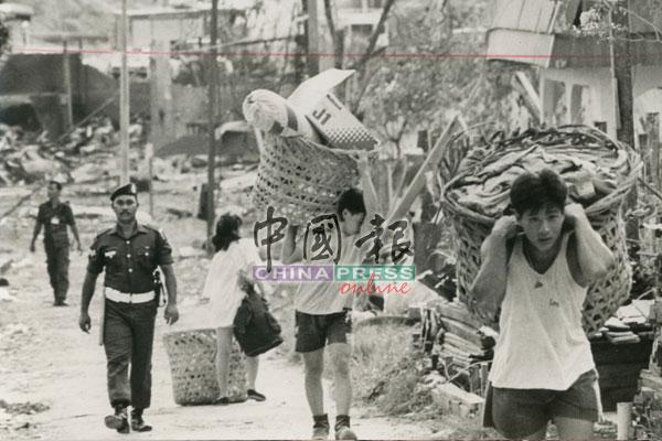 烟花厂爆炸,炸碎了很多美满家庭。