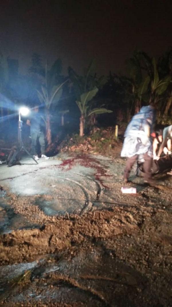 死者被发现遭人刺死,浑身浴血卧倒在偏僻的空地旁。