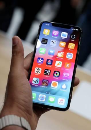 美中貿易戰中,北京可能採取的其中一個措施,就是抵制美國貨。圖為蘋果公司上週四剛發布的iPhone Xs Max。