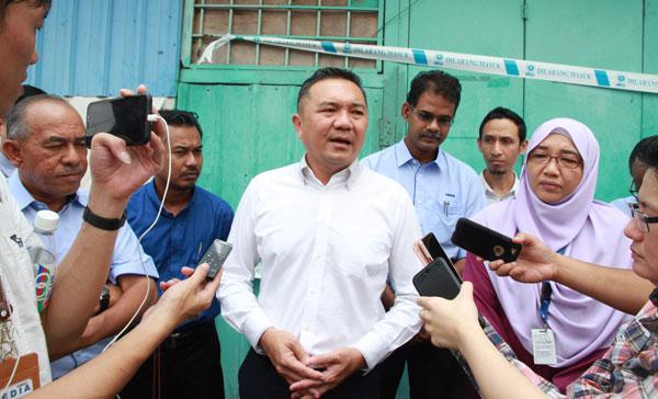黄思汉在巡视后接受媒体访问。