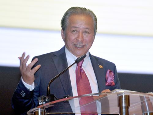外交部前部长阿尼法阿曼也宣布退出巫统。