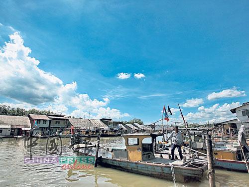 渔民受促善用政府援助,开拓其它周边行业以增加收入。(档案照)