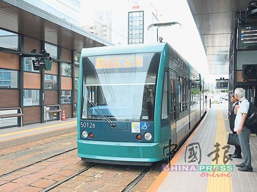 电车是广岛城市交通的特色,也是广岛主要公共运输系统。