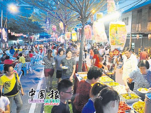 莫珍歪新村庆首办低炭中秋晚会反应佳,约千名大人小孩自备餐具响应环保发扬中秋节庆文化。