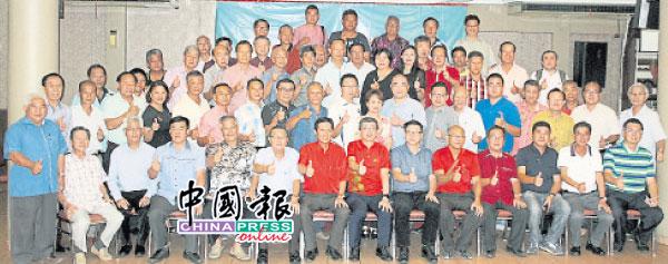 柔北区25个福建乡团代表与刘国泉(坐者右6起)及林福山。