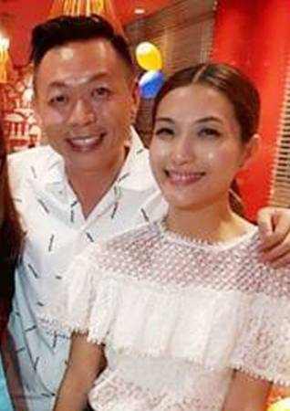 赖怡伶和老公王咏生(左)结婚多年,非常恩爱。(档案照)