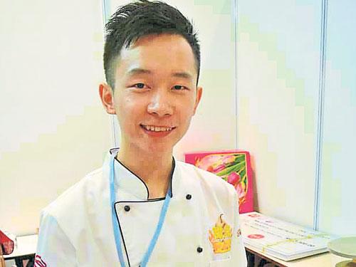 Chris Ng老师简介 2012年毕业于台湾元培科技大学,海青班烘焙课、食品原理及采购经营与管理学。现主要批发客制化蛋糕予咖啡厅、甜品研发、开班授课及网上教学。