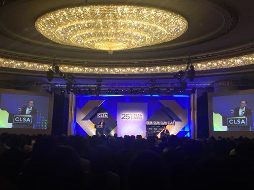 安華出席香港CLSA投資者論壇,發表演說。