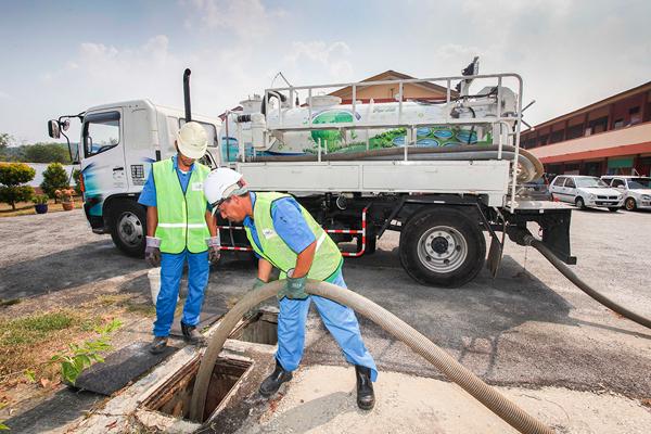 英达丽水负责把马路地下的排污管连接至污水处理站,经过处理后才排出河流。