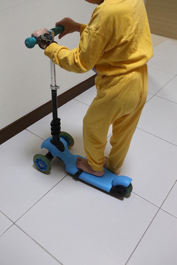 事發後男童一度不敢再騎滑板車,直到過後他接受心理輔導治療,才漸漸變得開朗。