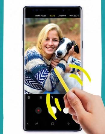 在拍摄时,长按S Pen按键就可轻松启动相机功能,接着单击按键就能 拍照,在拍长曝光夜景时,这可是防止手抖导致照片模糊的好选择。