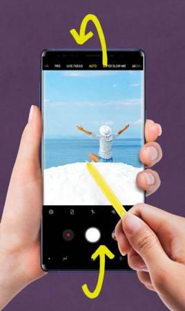 你可以双击S Pen按键,在前置和后置相机之间进行切换,依环境需要快速进行转换。