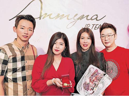 安米娜太平形象專賣店一眾股東見證新店開幕。右起為主席簡耀雄、創辦人曾翠琴、何佩虹和林志安。