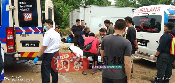 消拯员赶到现场把伤者送院治疗。