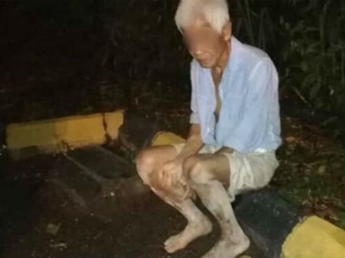 華裔老翁週一晚上被發現赤腳在路邊徘徊,腳部擦傷。